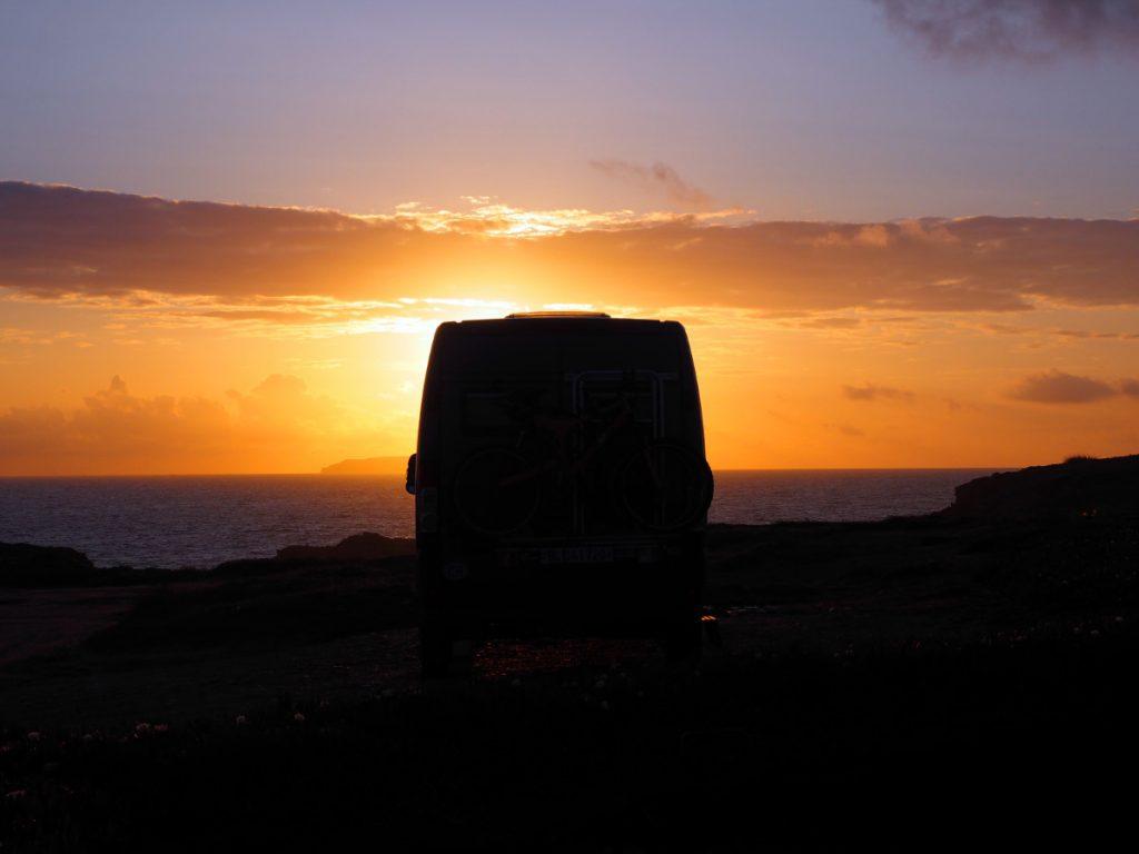 Sonnenuntergang mit Camp