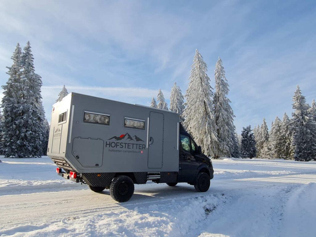 Schnee und Camper